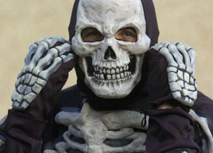 Crewe Guardian: Paul Tollafield in the skeleton outfit he is planning to wear while running the Swindon Half-marathon Ref: 99280-70