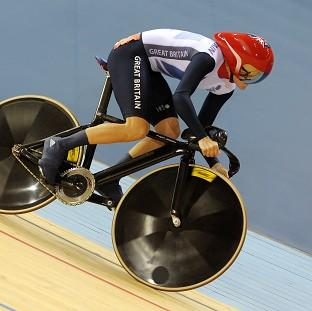Victoria Pendleton has reached Monday's sprint quarter-finals