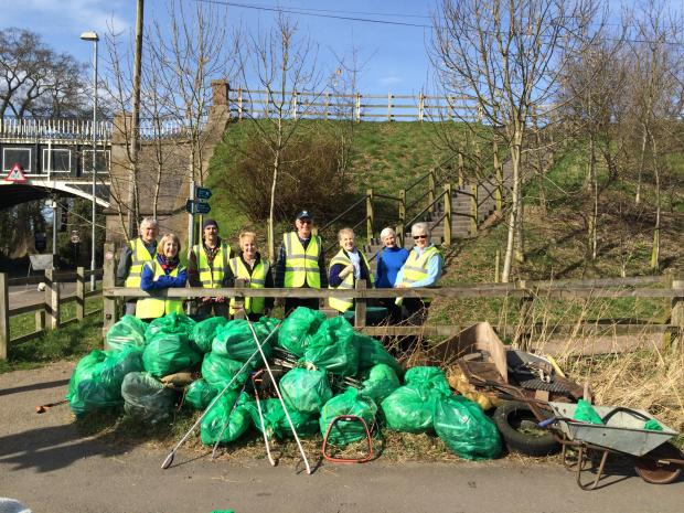 Group help keep Nantwich canal bank tidy