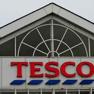Tesco cuts dividend amid pric