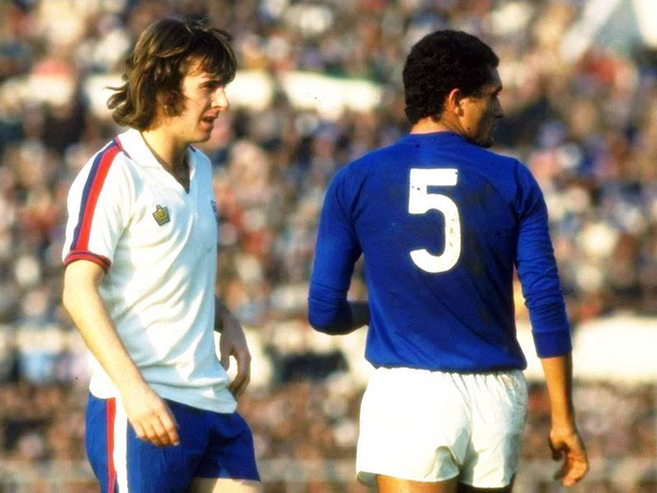 Stan Bowles playing for England against Italy in 1976